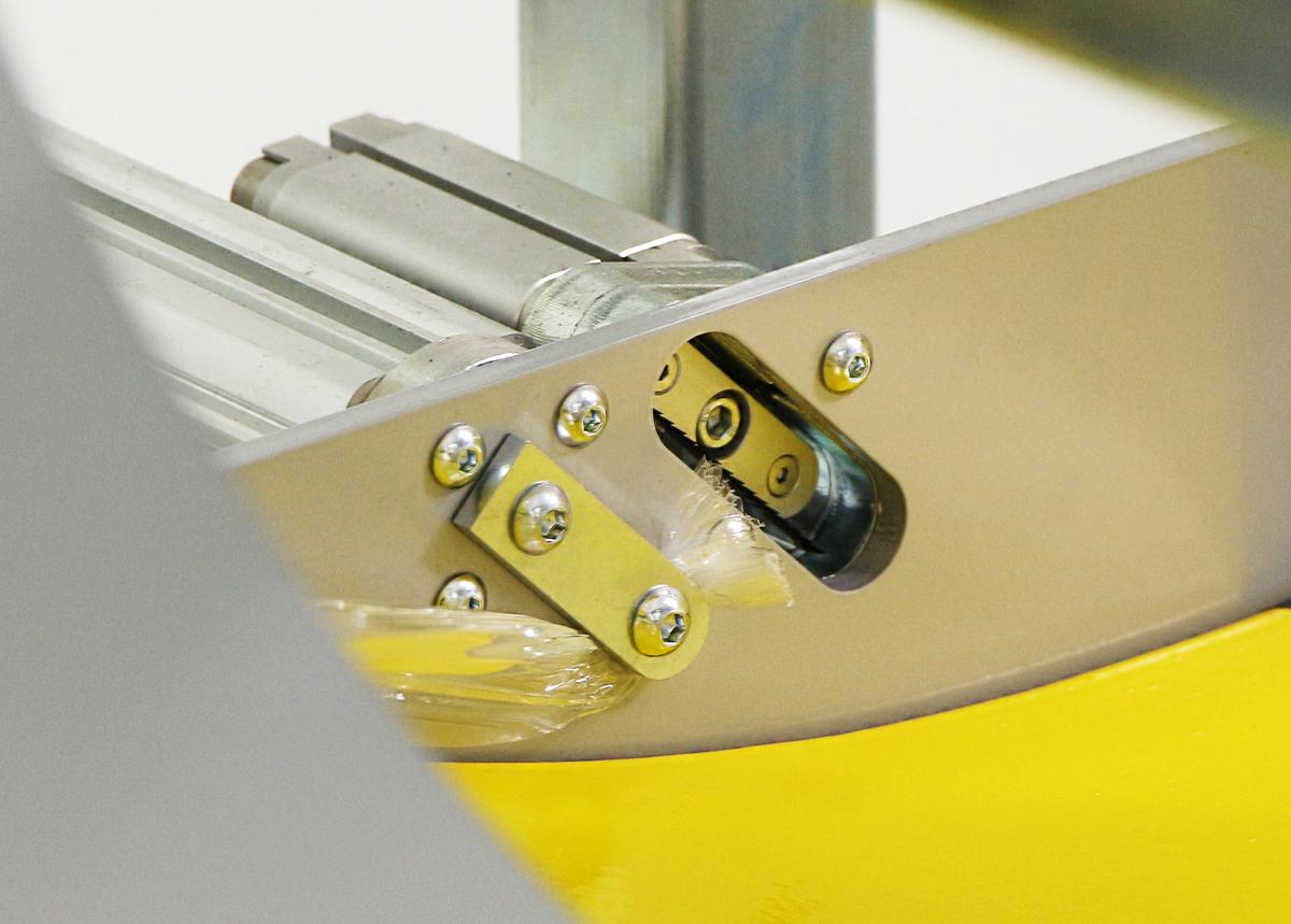FROMM FV350 - Automatická řezačka filmu a svorka