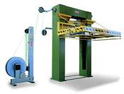 FROMM Na obrázku vidíte plně automatický horizontalní páskovací stroj na plastovou pásku, Serie PM800     Tento stroj je možné používat jak polyesterové tak polypropylenové pásky. Stroje jsou  robustní a jsou spolehlivé, určené pro velké objemy výroby. Běžně se používá ve stavebnictví. Fromm má také odlehčenou verzi pro všeobecně balení.